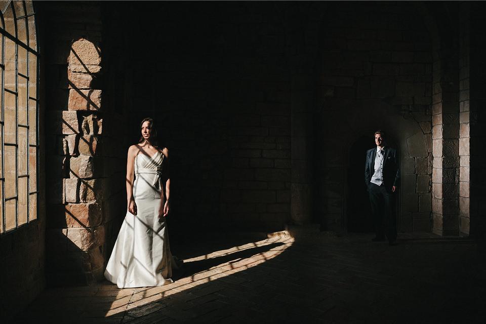 ventana-monasterio-novios-fotografia-boda-huesca